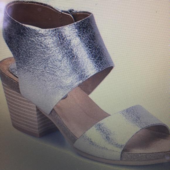 "EUROSOFT Shoes - WOMENS COMFORT 9M SANDAL EUROSOFT 2.25"" HEEL BRASS"